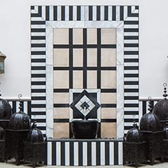 Black and white wall fountain
